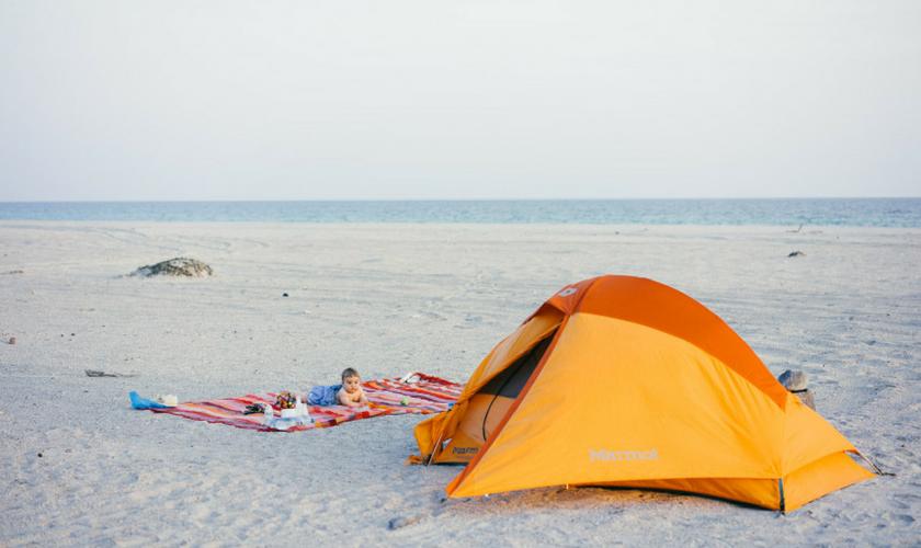 Camping mit Baby am Strand, Oman