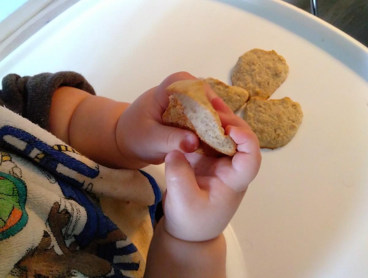 Von Mangotalern, Erdbeerkugeln und Apfelhäuflein: 3 neue BLW-Frühstücksideen